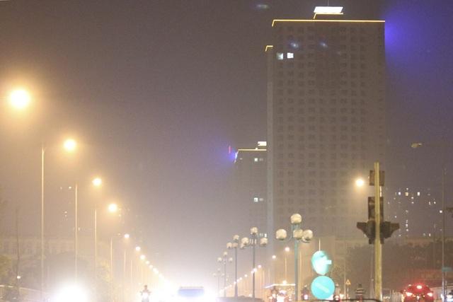 Đô thị phía Tây Hà Nội mờ ảo vì khói đốt rơm - 12