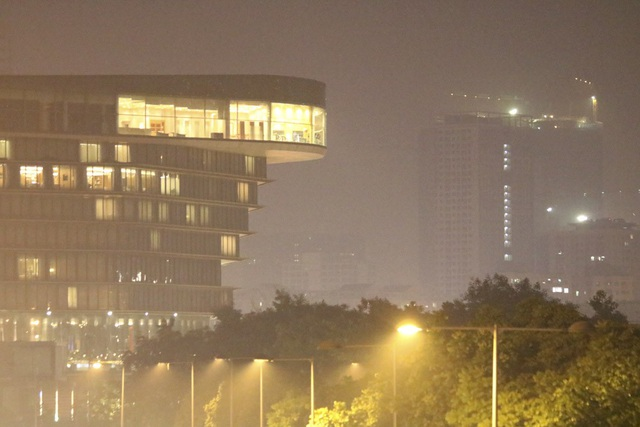 Đô thị phía Tây Hà Nội mờ ảo vì khói đốt rơm - 4