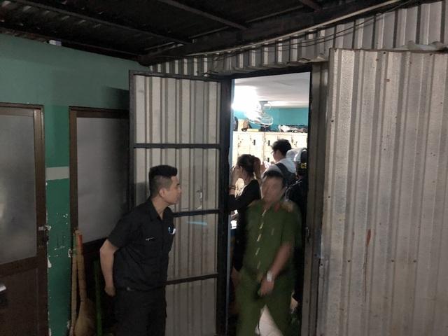 Công an kiểm tra 2 căn phòng bí mật trên sân thượng