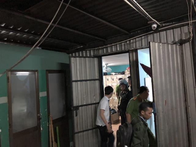 Hơn 100 tiếp viên quán karaoke ôm chui vào phòng bí mật trốn đoàn kiểm tra - 5