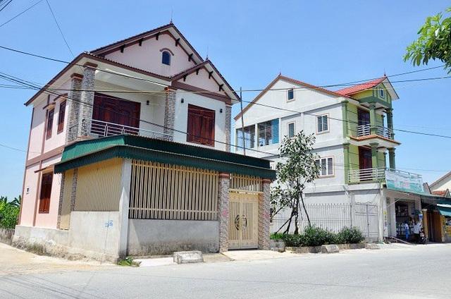 Những ngôi nhà cao tầng khang trang tạo nên bộ mặt mới tại xã Thiên Lộc