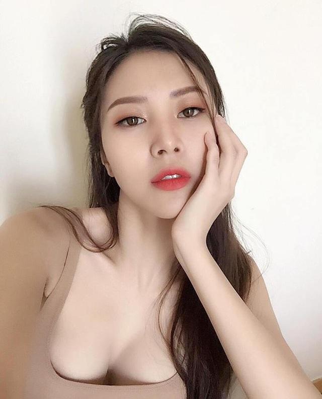 Cô vướng nghi án hẹn hò cùng bạn trai cũ của hot girl Châu Bùi trong thời điểm họ vừa chia tay nhau.