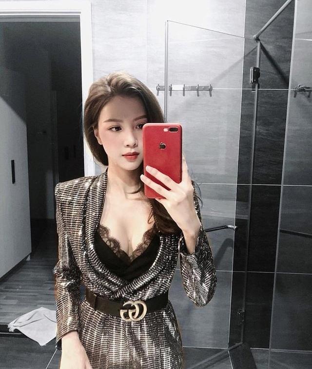 Cô ngày càng sexy và chăm chỉ khoe dáng hơn khi sở hữu nhan sắc mới.