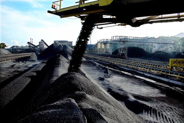 Việt Nam đã phải nhập than, khoáng sản với giá cao sau nhiều năm xuất khẩu mặt hàng này sang Trung Quốc.