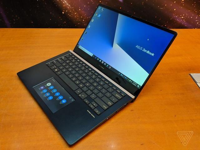 Touchpad trên ZenBook Pro là một màn hình cảm ứng với kích cỡ 5,5-inch
