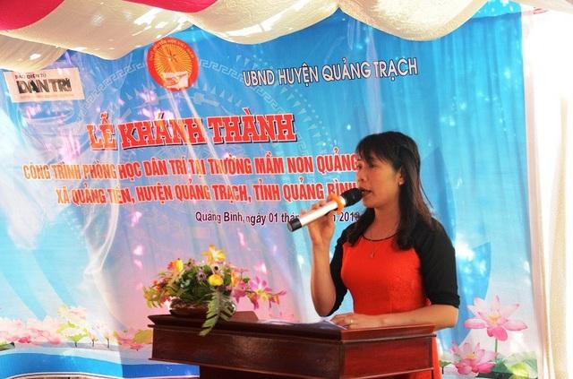 Cô Nguyễn Thị Thanh, Hiệu trưởng Trường Mầm non Quảng Tiến phát biểu cảm ơn Báo Dân trí, Quỹ Khuyến học Việt Nam