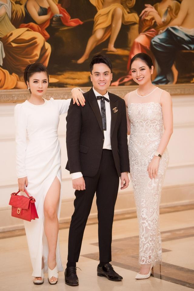Diễn viên Diệu Hương thân thiết bên MC VTV Thái Dũng và Hoa hậu các dân tộc Ngọc Anh.