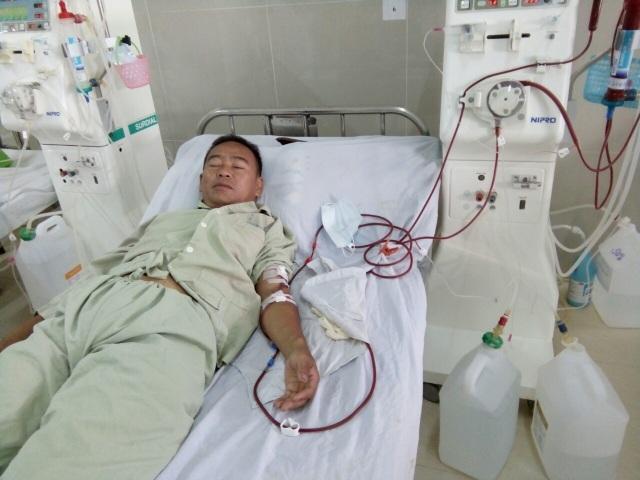 Sau một thời gian điều trị tại bệnh viện Chợ Rẫy, anh Trương Thành Nam chuyển về quê chạy thận 3 lần/tuần tại bệnh viện Đa khoa Quảng Ngãi