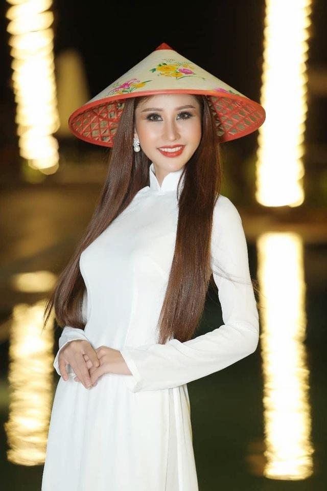 Những tưởng vụ việc sẽ ảnh hưởng đến tâm lý thi đấu của Chi Nguyễn nhưng cô đã nhanh chóng ứng biến bằng cách diện bộ áo dài trắng và vẫn có những phần thi xuất sắc nhất.