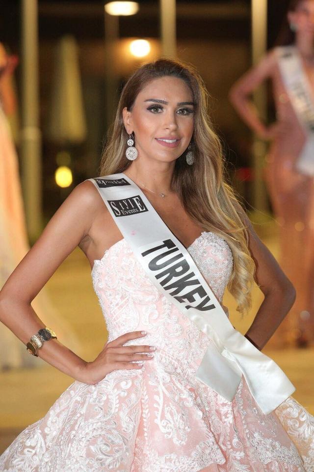 Danh hiệu Á hậu 1 thuộc về người đẹp Thổ Nhĩ Kỳ.