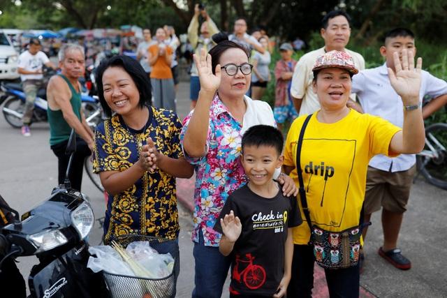 Toàn bộ 13 thành viên đội bóng Thái Lan được giải cứu khỏi hang - 2