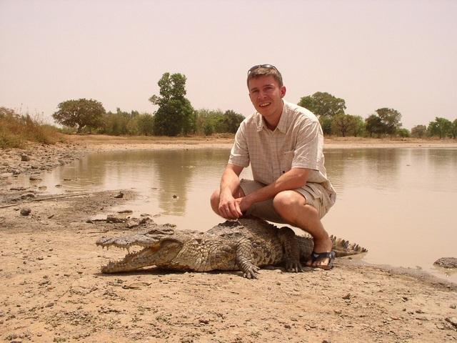Đến nơi cá sấu sống chung với người, được làm đám tang khi chết - 4