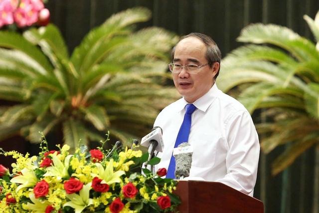 Bí thư Thành ủy TPHCM Nguyễn Thiện Nhân cho biết việc chuyển đổi 26.000ha đất nông nghiệp sang đất phục vụ công nghiệp, dịch vụ mang lại nguồn lực lớn cho thành phố