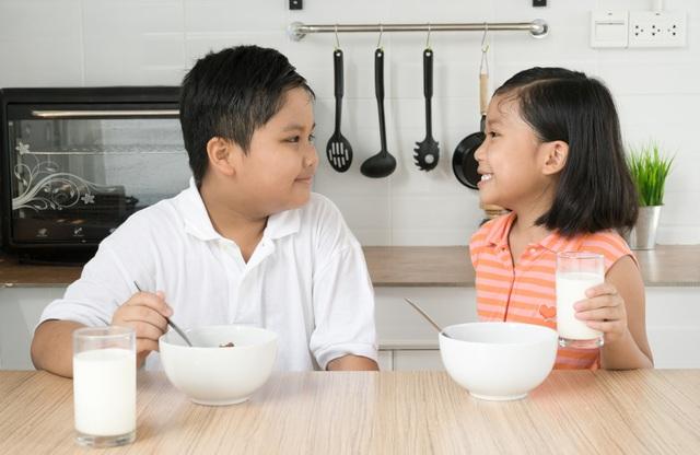 Dùng sữa trong bữa sáng sẽ giúp hấp thụ trọn vẹn giá trị dinh dưỡng vốn có của sữa