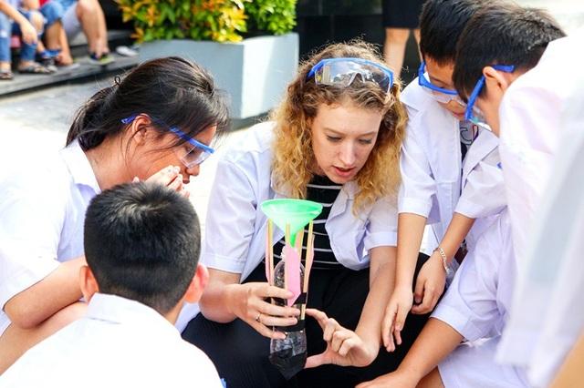 Học viên AEG khám phá nhiều điều thú vị từ những thí nghiệm thực tế.