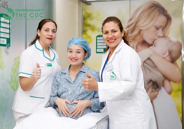 Tại Bệnh viện ĐKQT Thu Cúc, mẹ sẽ được chăm sóc thai kỳ, sinh nở và sau sinh bởi đội ngũ bác sĩ chuyên khoa đầu ngành trong nước và Quốc tế