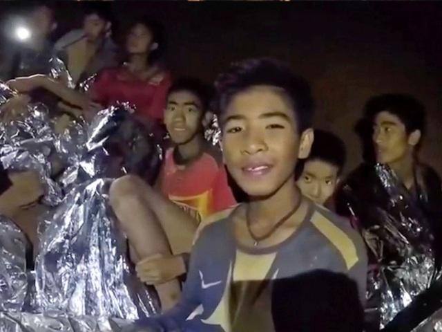 Đội bóng thiếu niên đã làm mọi cách để có thể sinh tồn trong hang tối.