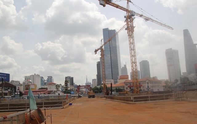 Khu vực trung tâm thành phố sẽ không phát triển các dự án mới đầu tư xây nhà ở cao tầng. Trong ảnh: trung tâm thành phố nhìn từ công trường nhà ga Bến Thành tuyến metro Bến Thành - Suối Tiên