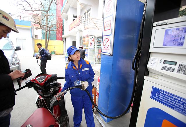 Bộ Tài chính đưa ra mức thuế bình quân mới để tính giá xăng dầu (Ảnh minh họa)
