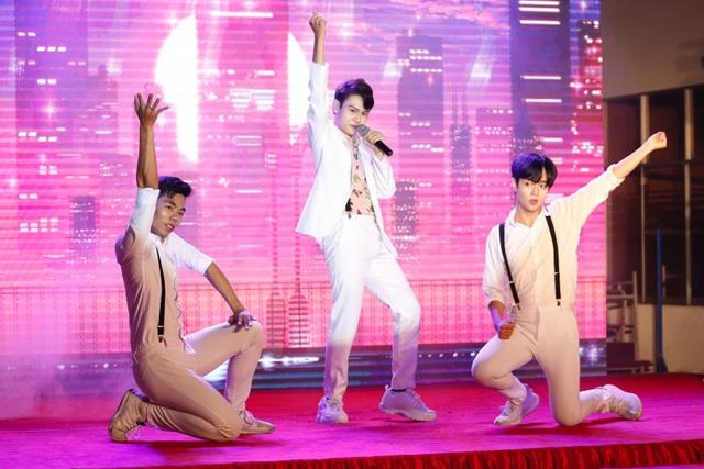 Quán quân Tài năng sinh viên khoe giọng hát đầy nội lực với hit của Bích Phương - 3