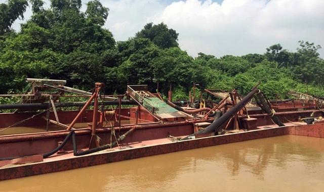 Hà Nội: Bắt quả tang 4 tàu khai thác cát trái phép - 2