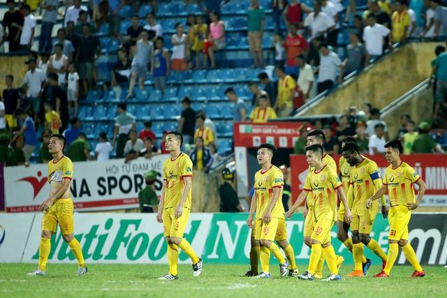 Sân Thiên Trường bị cấm khán giả sau sự cố CĐV đánh phóng viên ở vòng 18 V-League