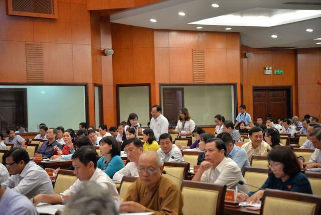 Nhiều đại biểu HĐND TPHCM phản ánh tình trạng lãng phí đất công