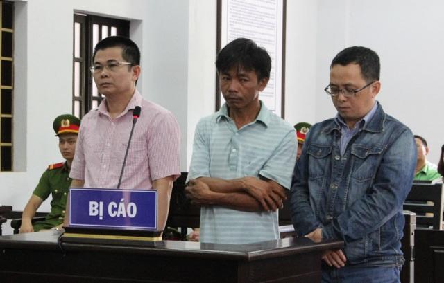 Bị cáo Lợi (áo hồng) tại phiên tòa phúc thẩm
