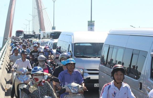 Đà Nẵng đang đối diện với nguy cơ ùn tắc giao thông nghiêm trọng với đà tăng số lượng phương tiện cá nhân, nhất là ô tô khá nhanh