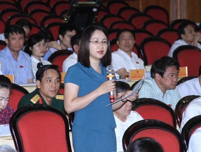 Các đại biểu đặt vấn đề liên quan đến công tác GPMB các dự án trên địa bàn tỉnh Thanh Hóa