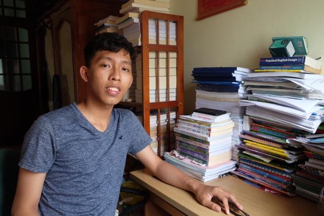 Phú Nghĩa từng đoạt giải Nhất học sinh giỏi Hoá học cấp thành phố. Cậu học trò lớp chuyên Hoá nuôi ước mơ trở thành một bác sĩ từ thưở bé