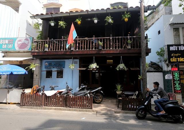Căn nhà là nơi hoạt động bí mật của dân Biệt động thành trước năm 1975. Sau thống nhất, anh Trần Vũ Bình đã chuộc lại để mở quán cà phê biệt động.