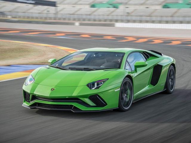 Siêu xe Lamborghini Aventador bị lỗi chết máy khi về số thấp - 1