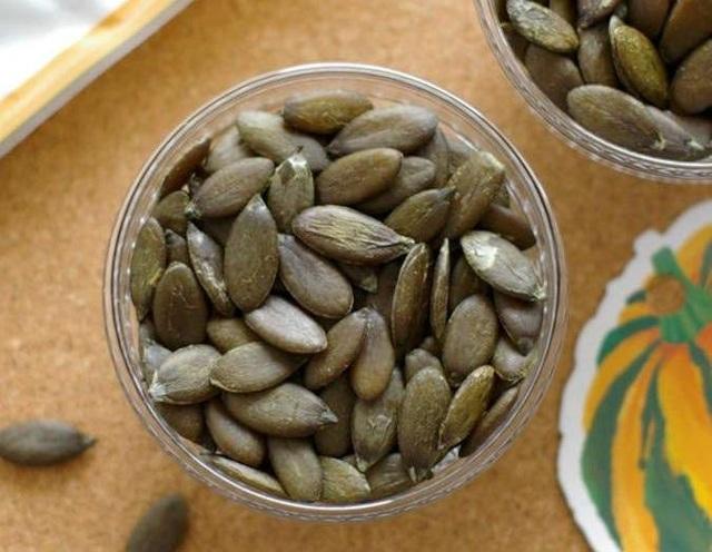 Một số cửa hàng đang rao bán hạt bí xanh Nhật Bản với giá lên tới 6 triệu đồng/kg