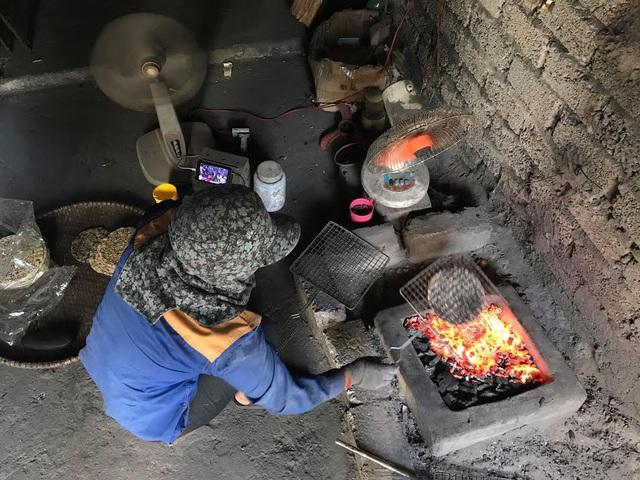 Làng nghề bánh đa ở xứ Nghệ vẫn luôn đỏ lửa giữa trời nắng 40 độ C - 1