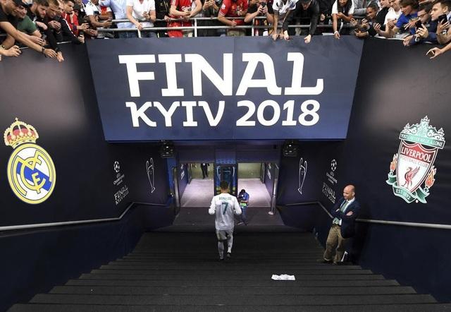 Khoảnh khắc đẹp cuối cùng của C.Ronaldo ở Real Madrid sau trận chung kết Champions League 2017/18. Anh đã rời khỏi Real Madrid với vị thế của người hùng, huyền thoại sống của CLB