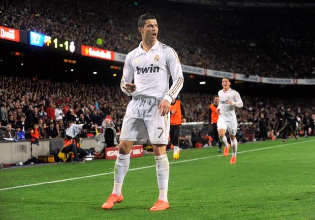 Pha ăn mừng của C.Ronaldo trong trận Siêu kinh điển ở Nou Camp, với ngụ ý muốn các CĐV Barcelona im lặng