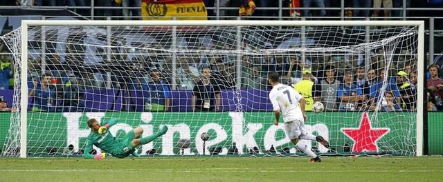 Cú đá phạt đền quyết định của C.Ronaldo giúp Real Madrid vô địch Champions League 2015/16