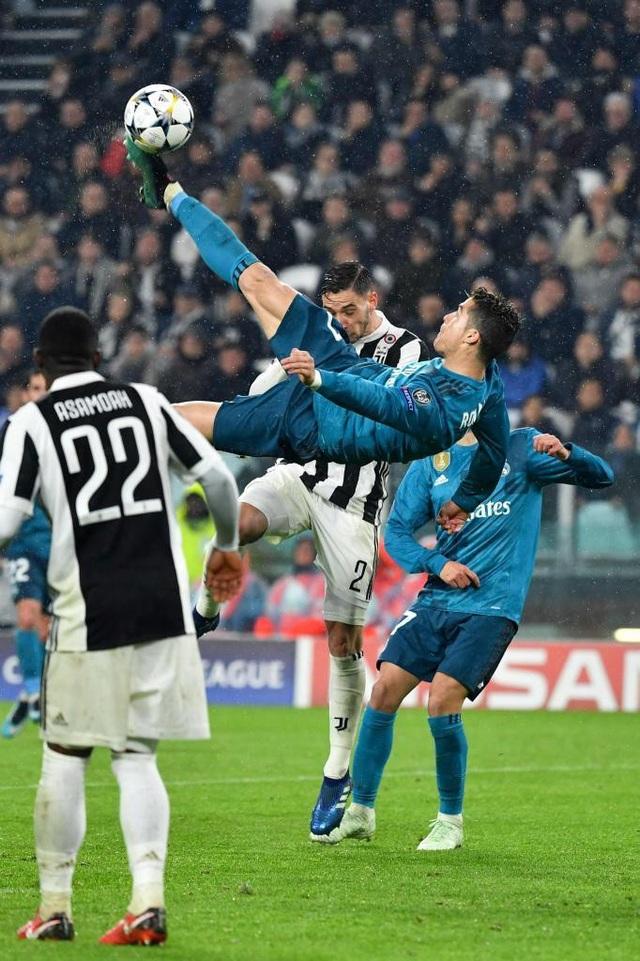 Cú ngả bàn đèn tuyệt diệu của C.Ronaldo vào lưới Juventus ở tứ kết Champions League 2017/18