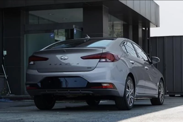 Hình ảnh đầu tiên về Hyundai Elantra phiên bản nâng cấp - 3