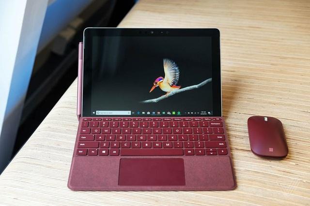 Kết nối với bàn phím ngoài để trở thành chiếc laptop hoàn chỉnh