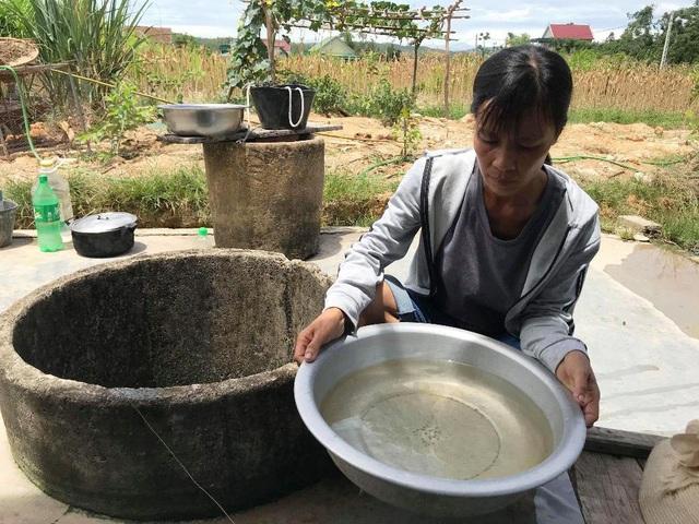 Nguồn nước ô nhiễm khiến người dân bức xúc.