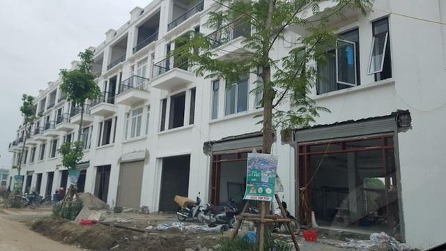 Dự án khu đô thị Bách Việt Lake Garden hiện còn đang vướng lùm xum việc được giao chồng lấn diện tích với dự án kế bên.