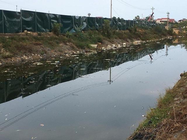 Một đoạn kênh nước bị ô nhiêm nghiêm trọng