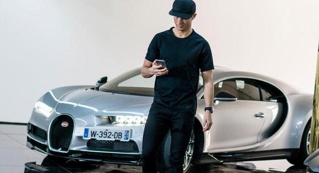 Công nhân nhà máy ô tô đình công vì hợp đồng chuyển nhượng Ronaldo sang Juventus - 1