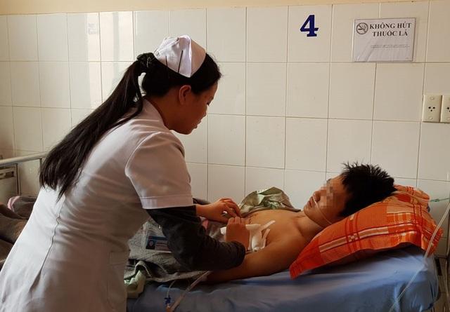 Bệnh nhân D. đang được chăm sóc ở bệnh viện