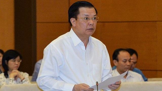 Bộ trưởng Tài chính Đinh Tiến Dũng trình tờ trình của Chính phủ đề xuất tăng thuế môi trường đối với xăng dầu