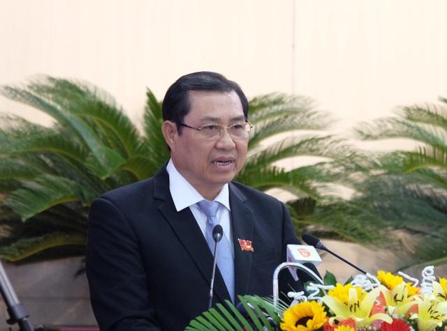 Ông Huỳnh Đức Thơ - Chủ tịch UBND TP Đà Nẵng phát biểu tại phiên họp của HĐND thành phố sáng nay (12/7)