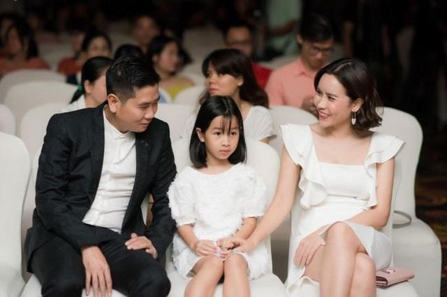 Vợ chồng ca sĩ Lưu Hương Giang- Hồ Hoài Anh và con gái đầu, bé Mina.