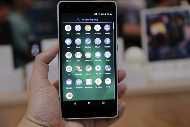 Ngoài ra, máy khởi chạy Android Oreo (Go Edition) mang đến nhiều ứng dụng từ Google được thiết kế chạy nhanh hơn cũng như tốn ít dữ liệu hơn. Google Go được tối ưu hóa để nhanh và mượt mà với các ứng dụng như tìm kiếm web, Google Maps, Go, YouTube Go và Trợ lý ảo Google cho Android (phiên bản Go)...
